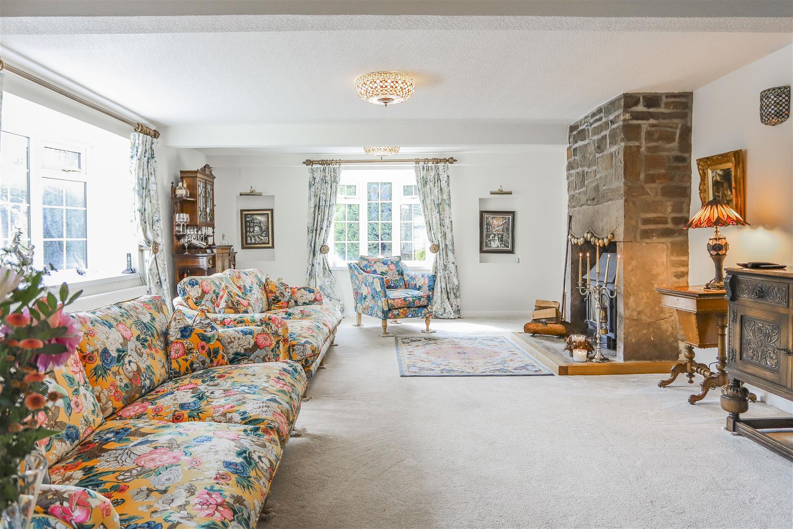 4 Bedroom Semi-detached House For Sale - 10.JPG